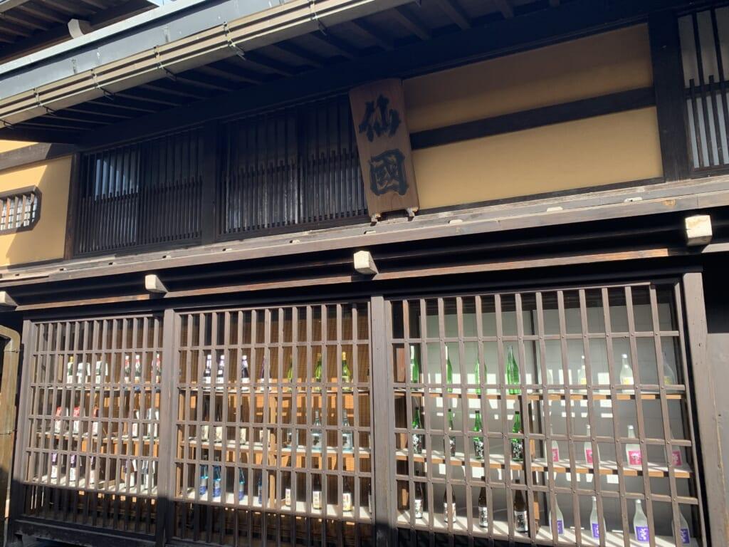 devanture d'une brasserie de saké à Takayama