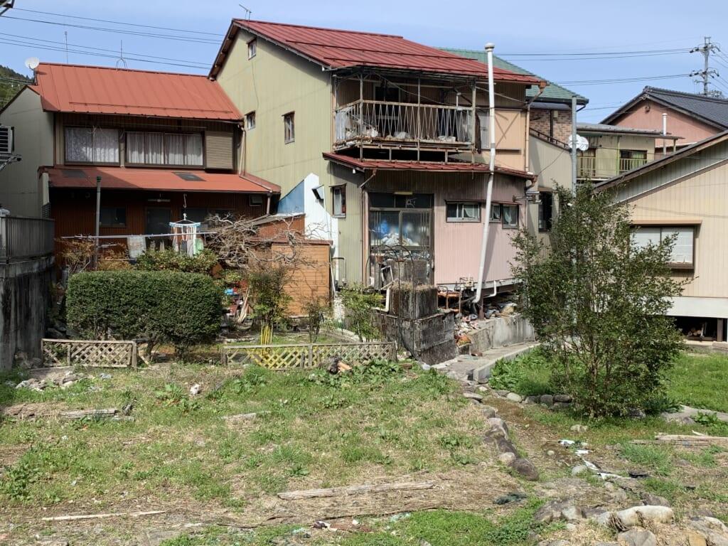 Maisons japonaises d'un quartier historique de Kanayama près de Gero Onsen