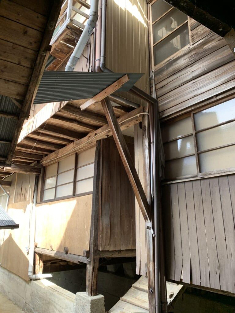 entrée d'une maison japonaise de la période showa