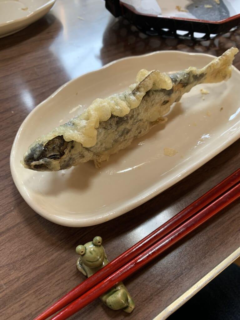 poisson pêché dans les rivières du Japon et préparé en tempura