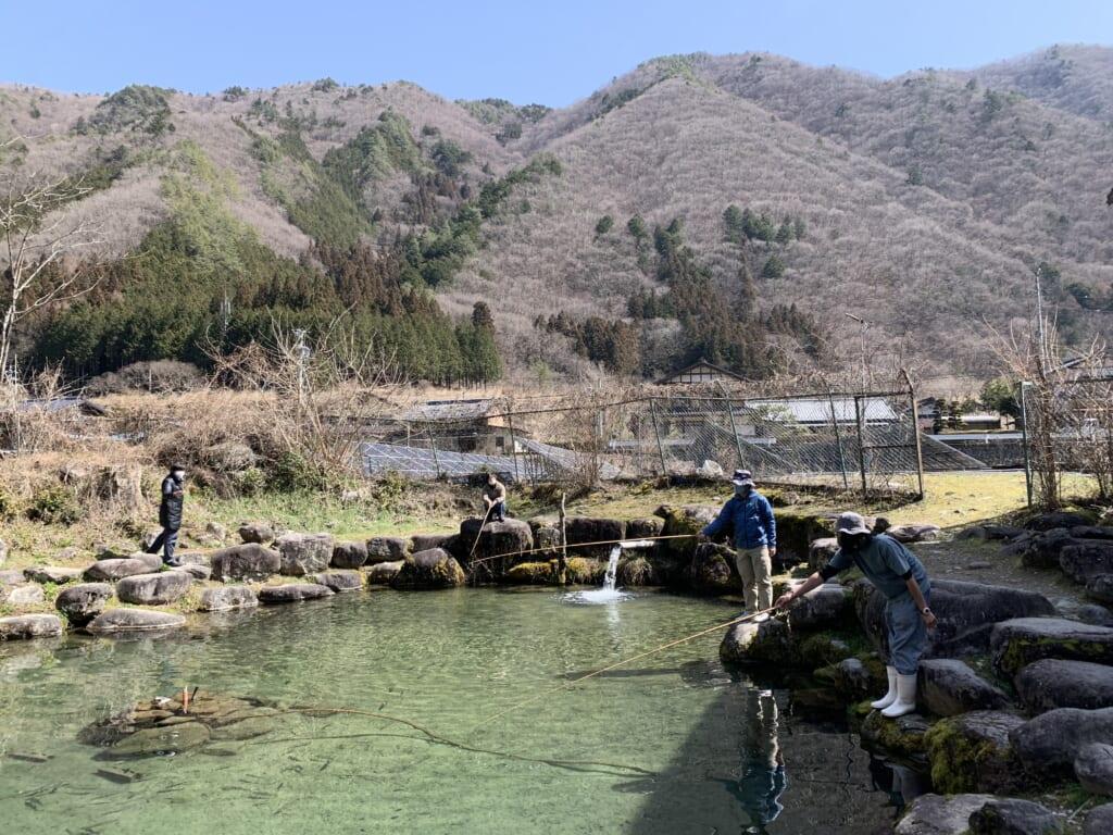 pêche à la truite près de Gero Onsen