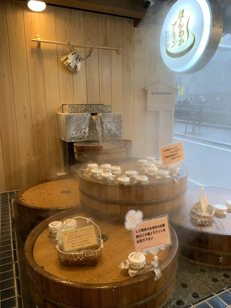 les puddings de gero onsen cuisent à bain marie dans les eaux thermales de la ville