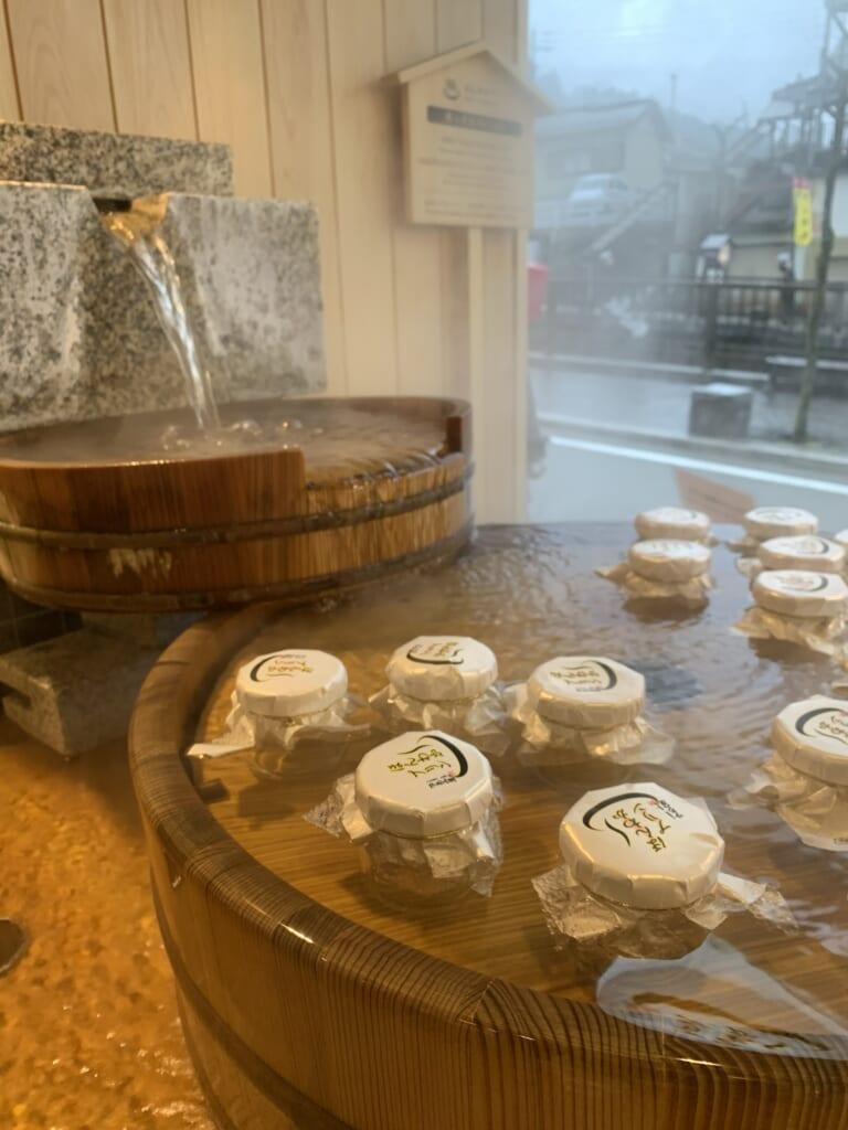 pudding entrain de cuire dans les eaux thermales de Gero Onsen
