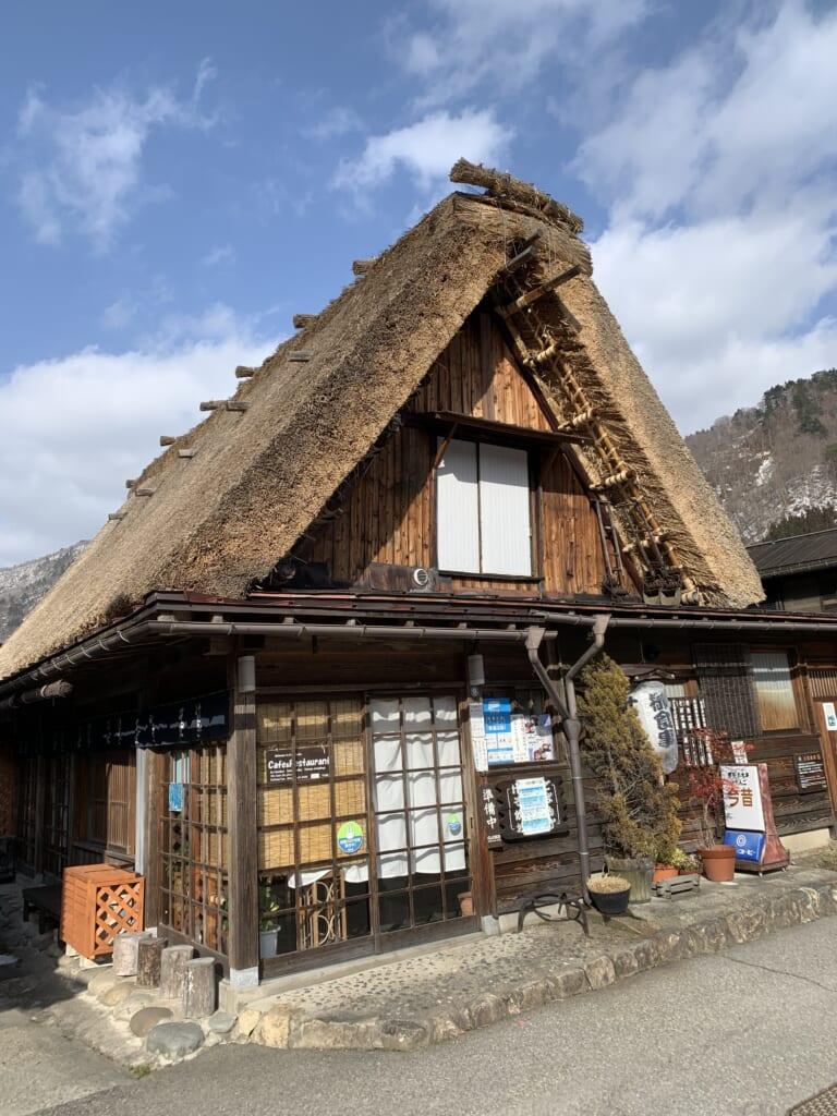 maison en toit de chaume à shirakawa-go