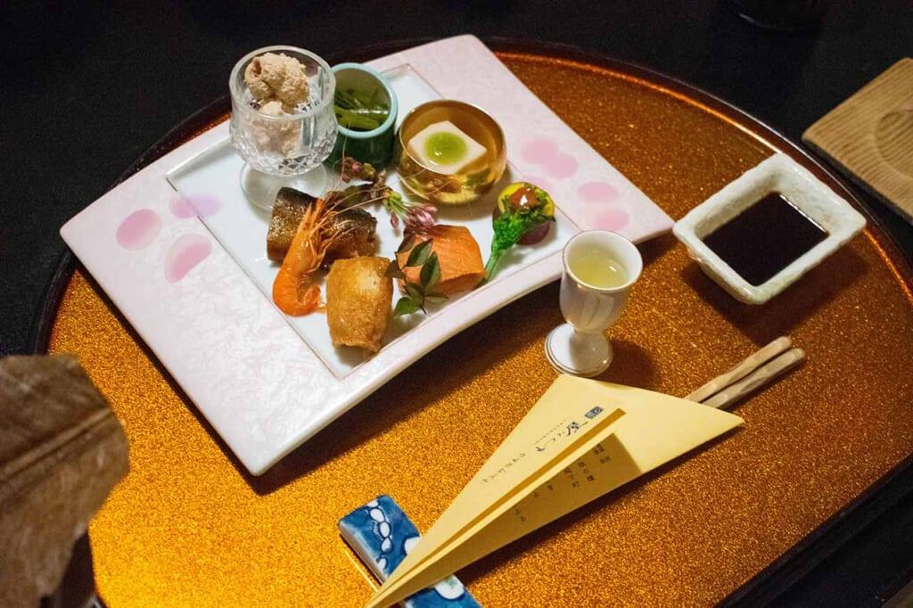 Repas kaiseki dans un ryokan