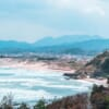 La plage d'Asari à Gotsu le long de la mer du Japon