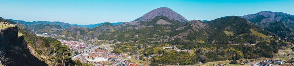 Panorama sur Tsuwano et le mont Aono depuis les ruines du château