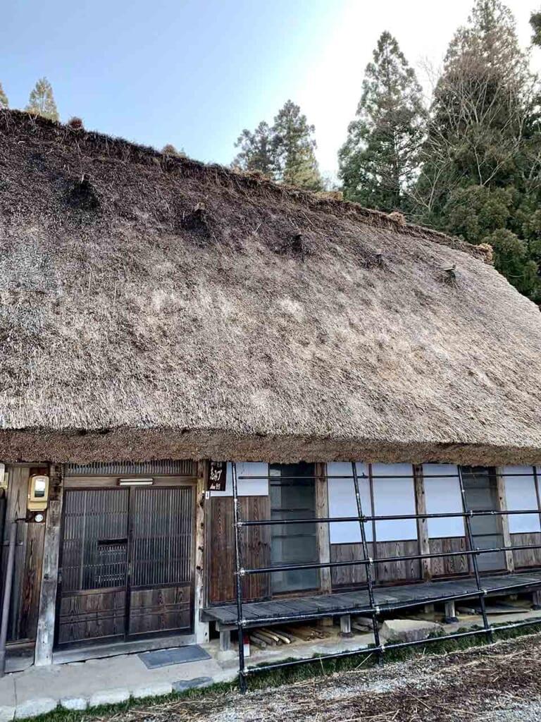 toit de chaume d'une maison gassho-zukuri de Shirakawa-go