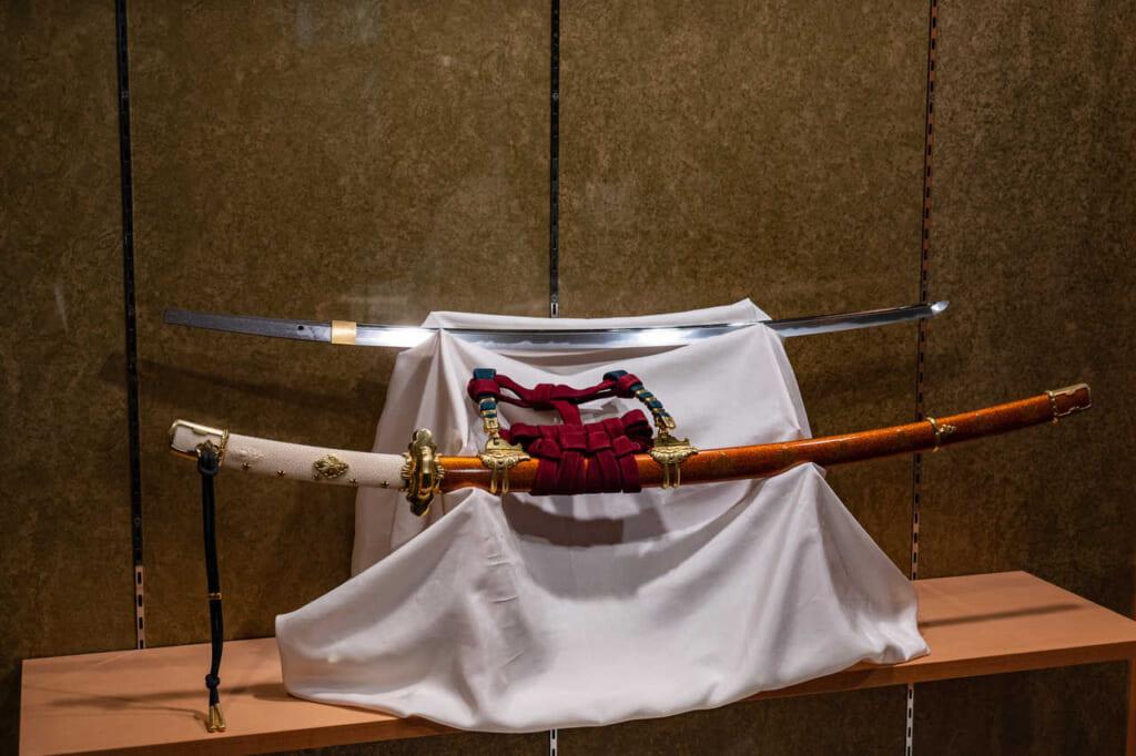 Une épée rare de la période Kamakura faisant partie de la collection d'armes du sanctuaire Akiha Jinja