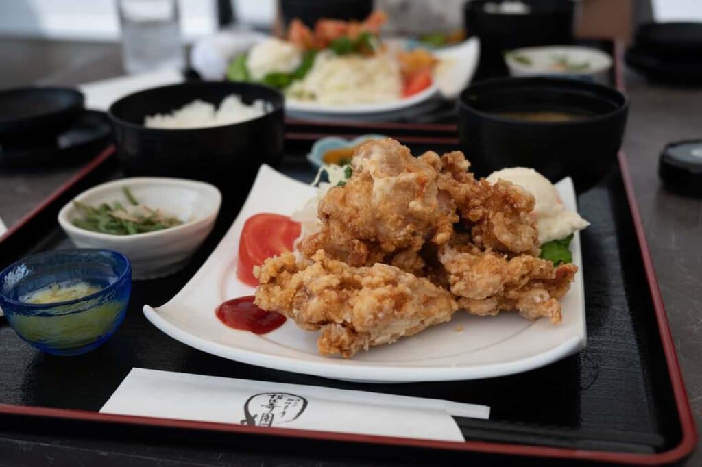 poulet frit karaage de Kanzanjien à Hamamatsu