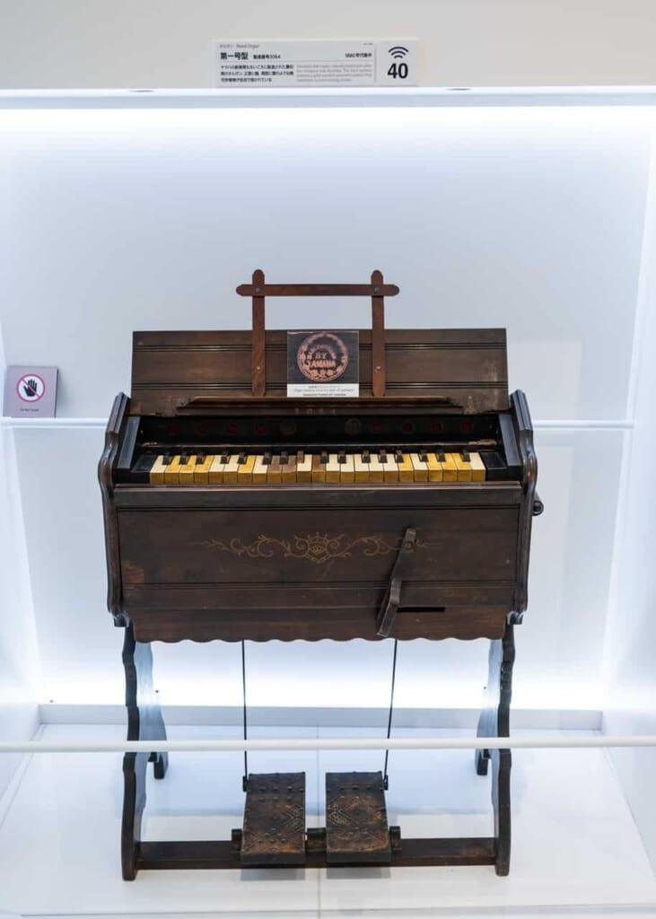 Piano Yamaha d'époque