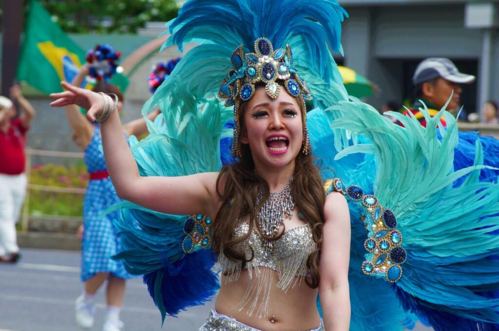 Kobe Samba Festival - Les danseuses de Samba et leurs costumes colorés
