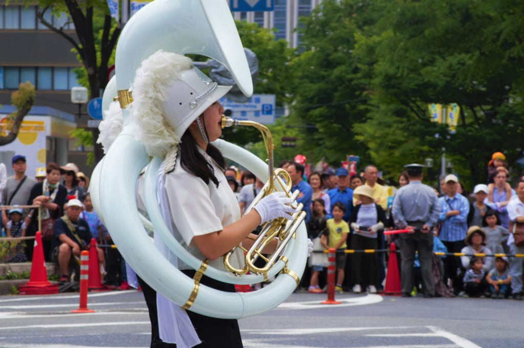Kobe Samba Festival - jeune fille membre de la parade musicale