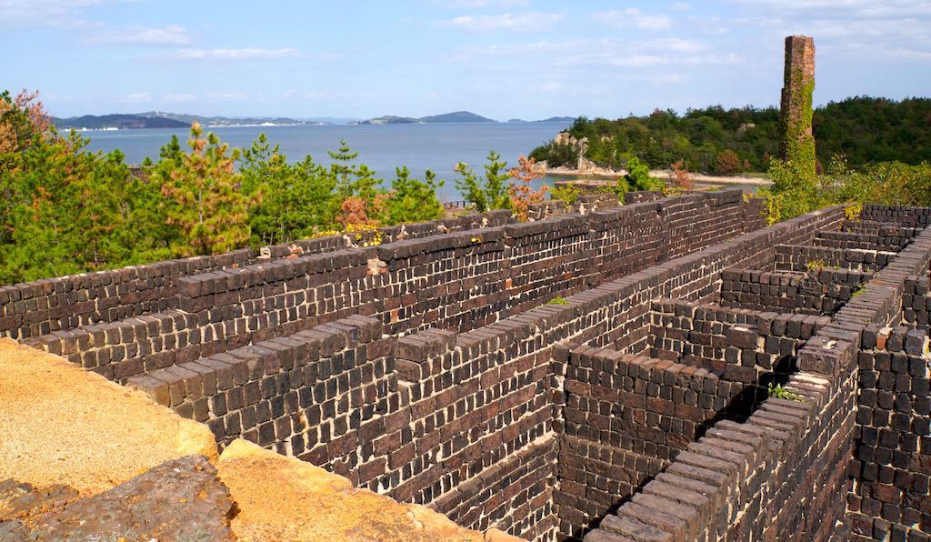 constructions industrielles japonaises sur Inujima