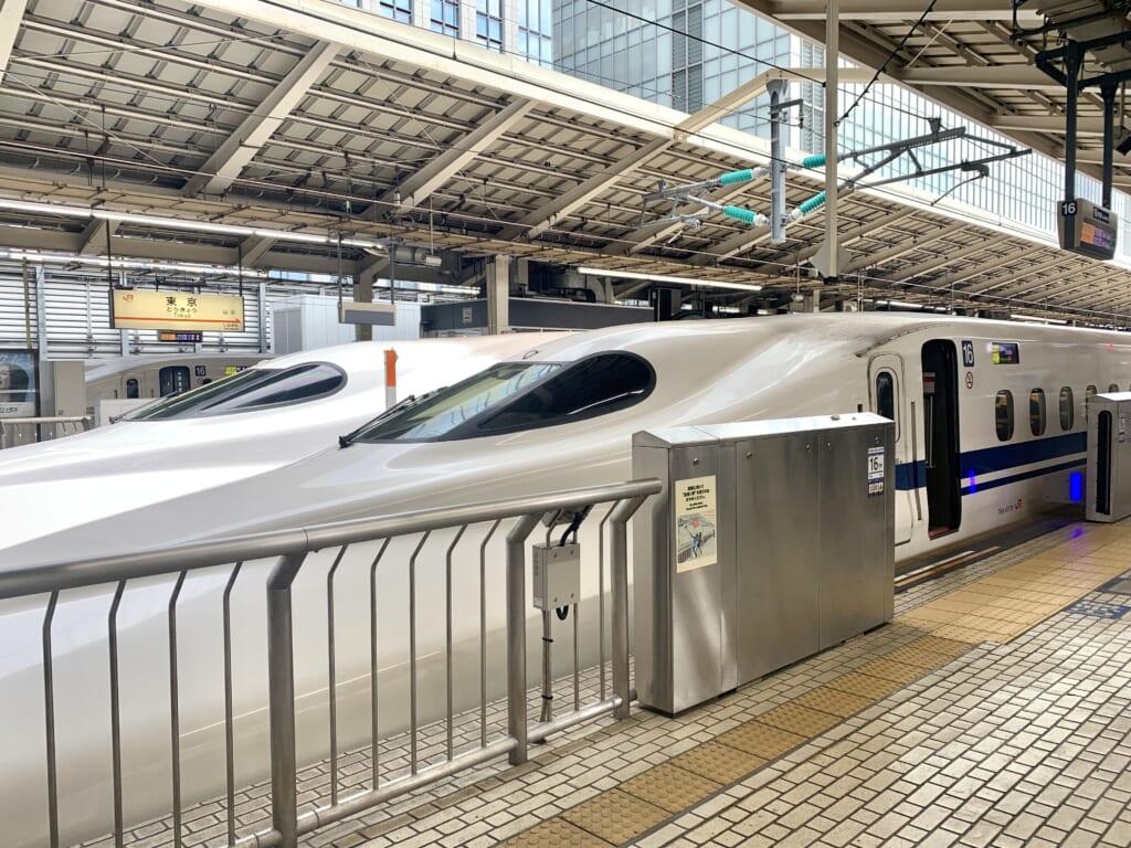 un train japonais shinkansen