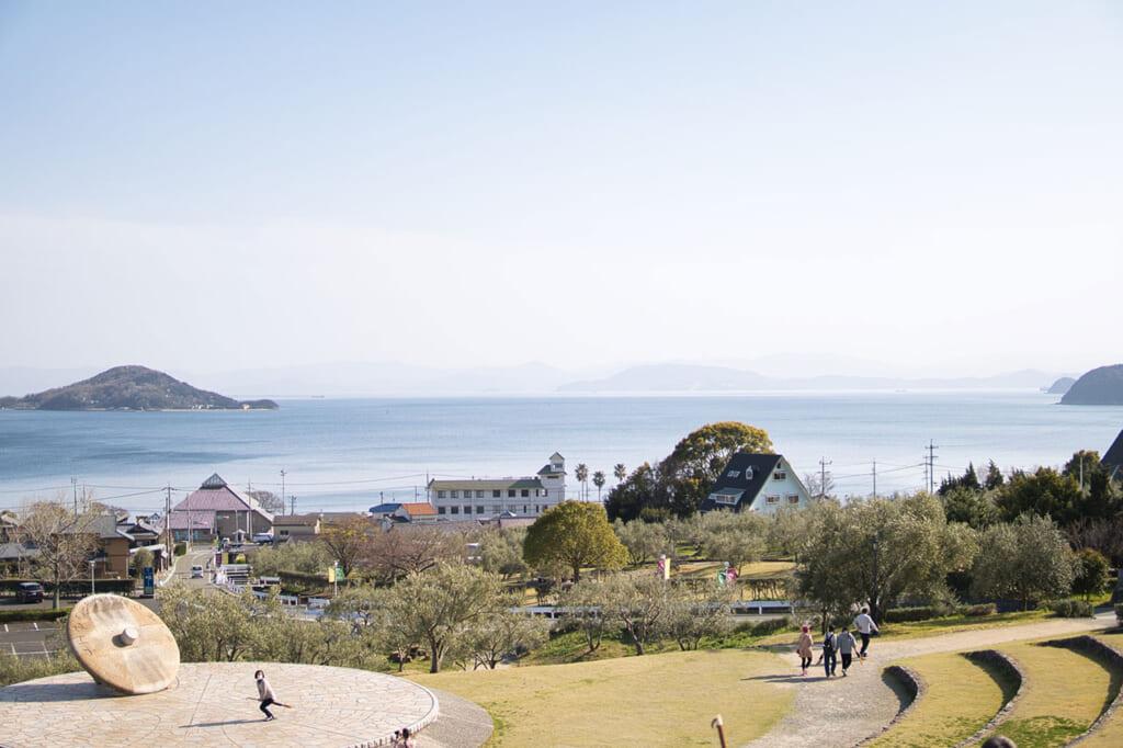 vue sur la mer intérieure de Seto depuis le Olive Park de Shodoshima