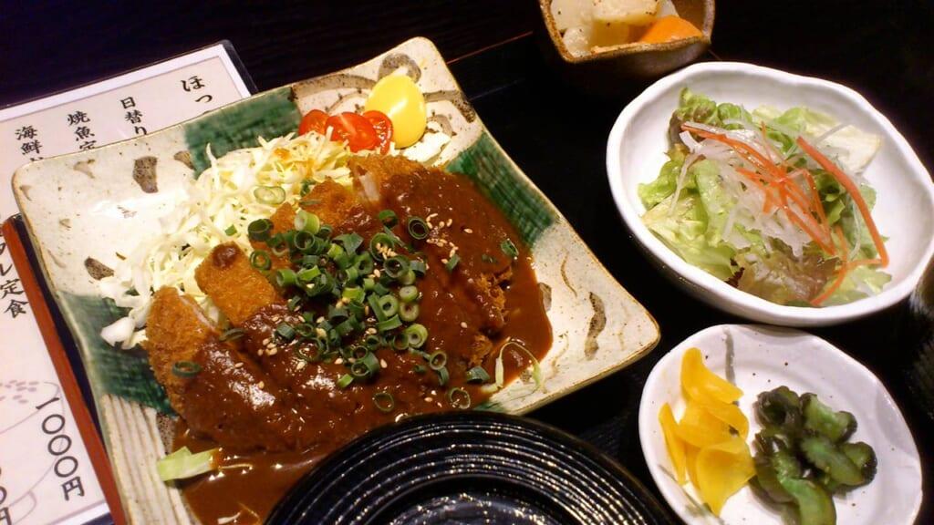 Repas teishoku de miso katsu, une spécialité de Nagoya