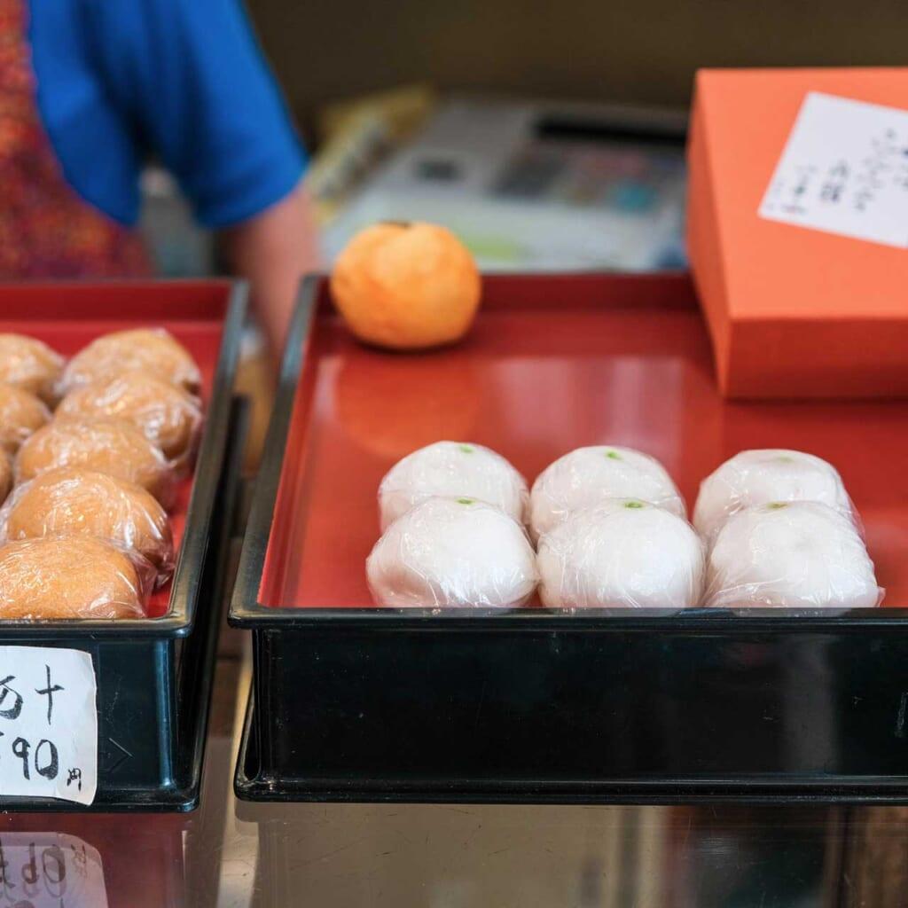 kinkan manju, pâtisseries traditionnelles japonaises dans une boutique de wagashi