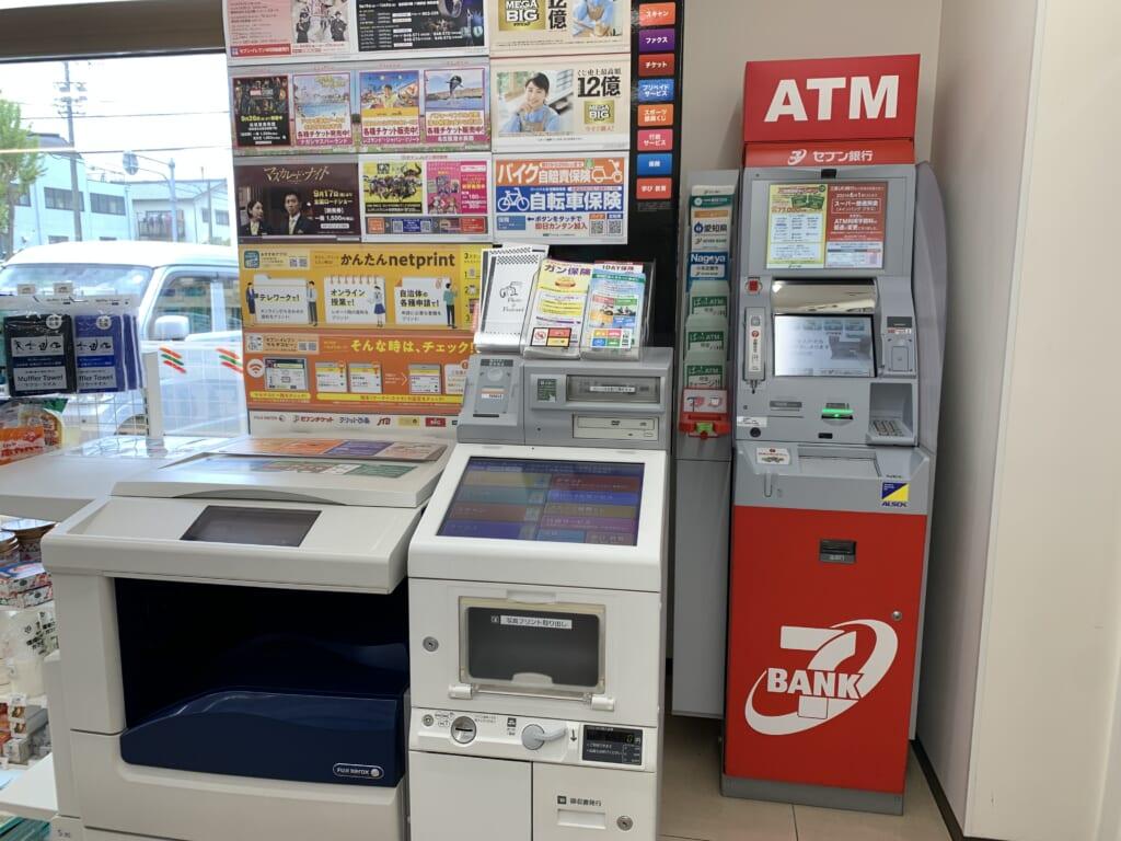 distributeur automatique d'un konbini au Japon