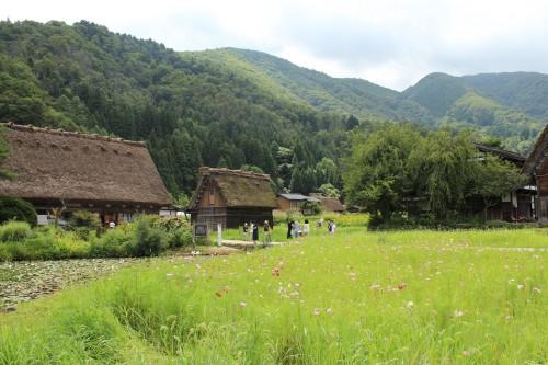 Casas de madera tradicionales en Shirakawago, Japón