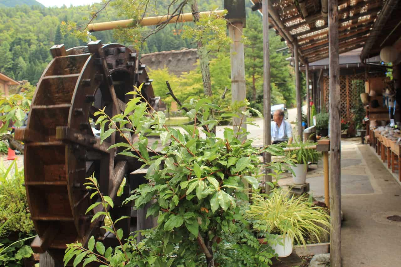 Rueda de madera en Shirakawago (Japón)