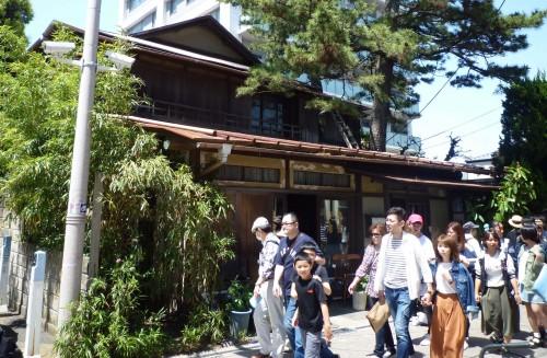 Arquitectura tradicional de madera en Enoshima, Japón
