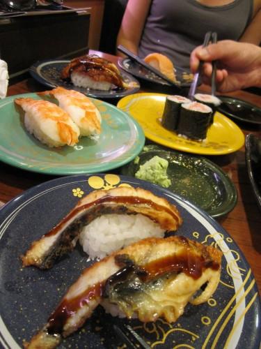 Plato de sushi en Kanazawa, Japón