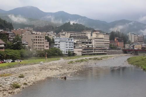 Río atravesando la ciudad de Takayama, en Gifu (Japón).