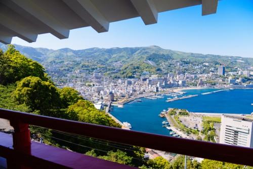Vista de Atami, ciudad costera de Shizuoka.