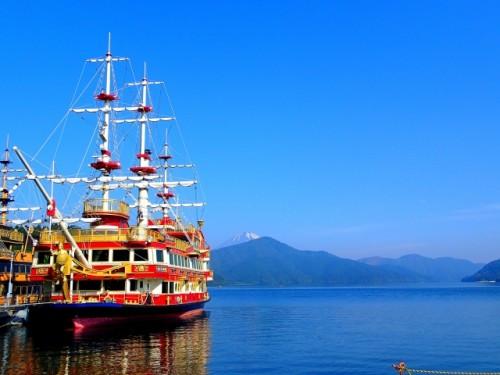 Barco en Hakone, a dos horas de Tokio.