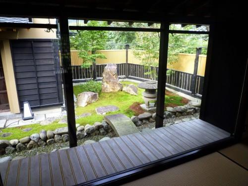 Jardín del restaurante Shintaku de Murakami.