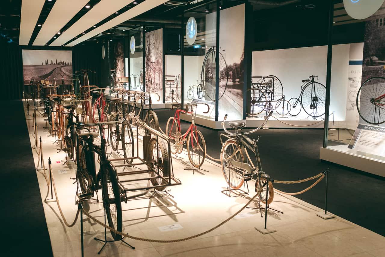 Todo tipo de bicicletas en el museo de la bici de Sakai