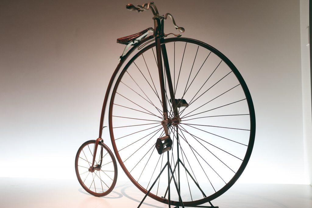 Todo tipo de transportes con ruedas en Sakai