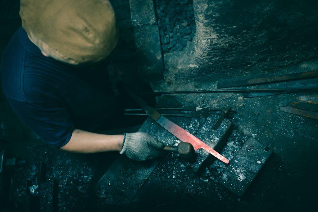 La forma del cuchillo japonés en Sakai, Osaka