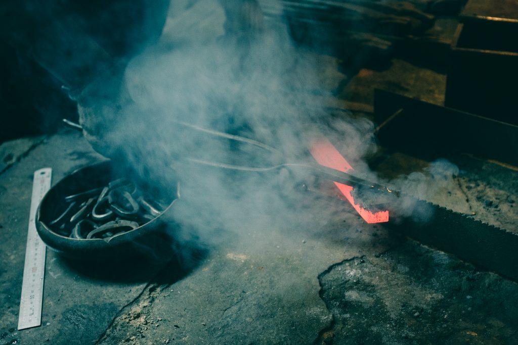 Forjando el hierro con temperaturas elevadas