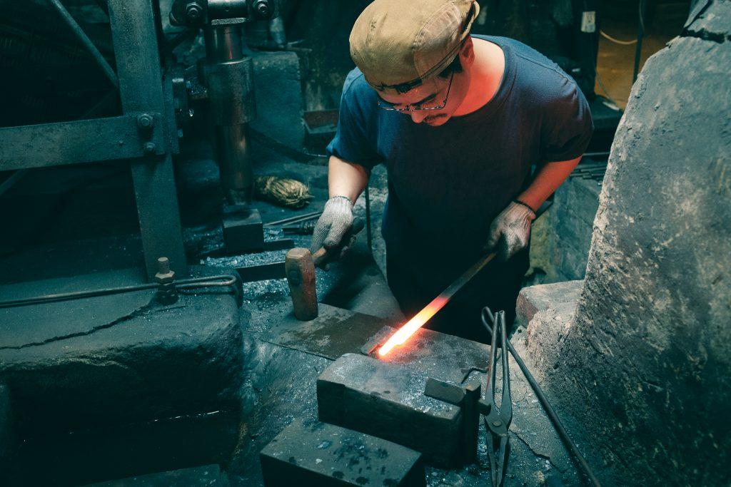 Mizuno Tanrenjo es un artista de la elaboración de cuchillos japoneses