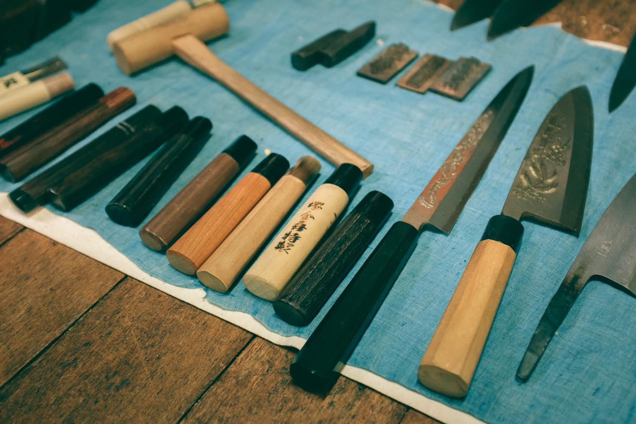 Restaurar cuchillos es una actividad que podemos hacer en Sakai
