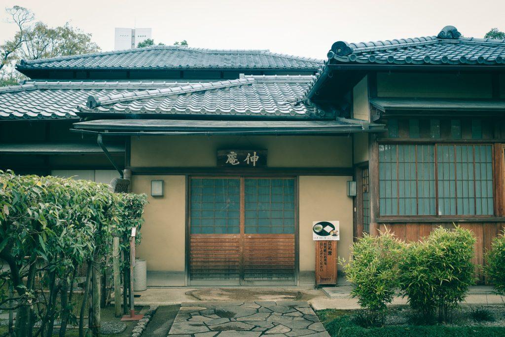 La puerta de la entrada de la casa de Sen no Rikyu