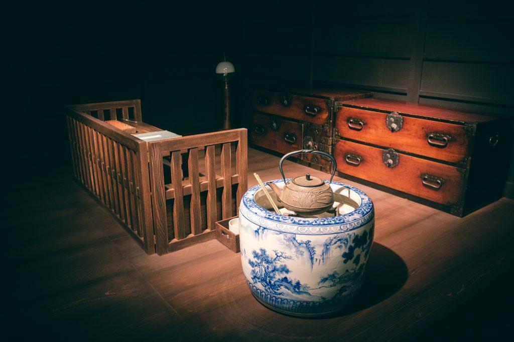 Detalles de la representación de la casa de la feminista Akiko