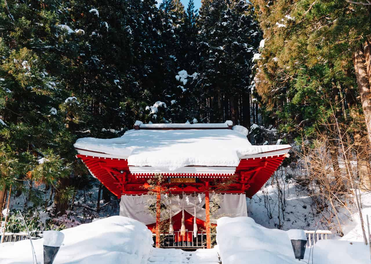 El santuario de Gozanoishi en Tazawako.