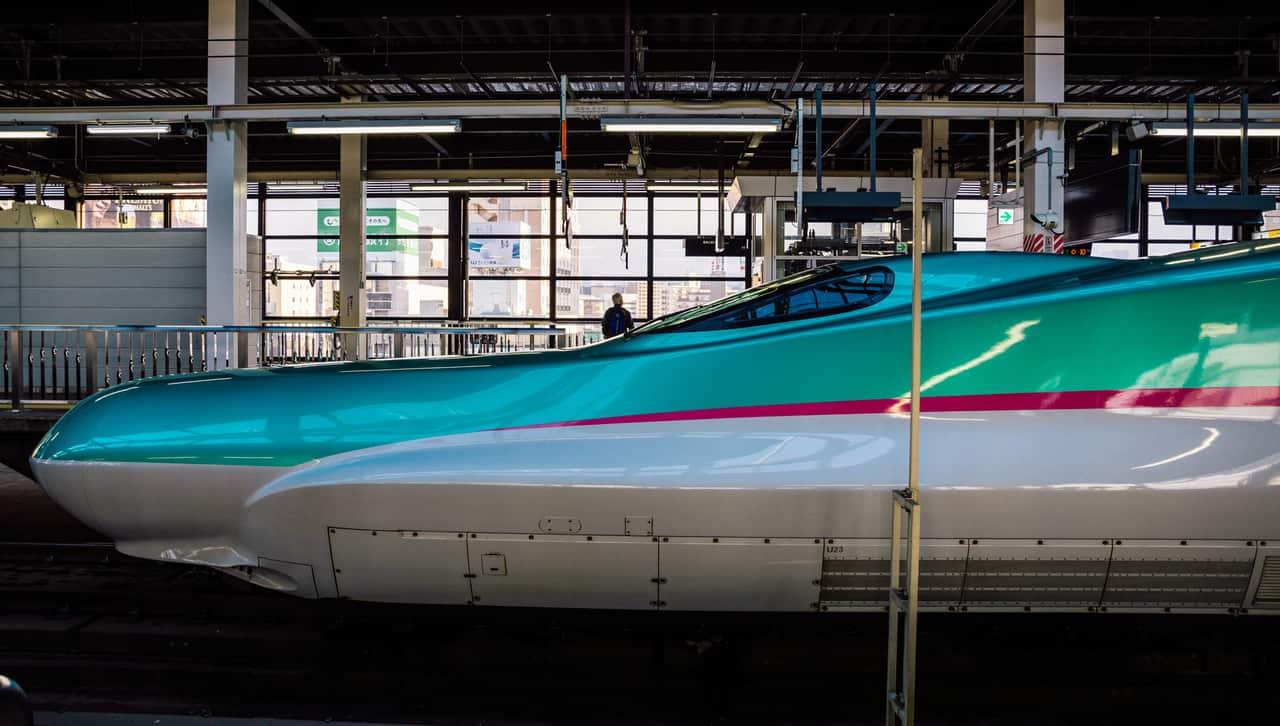 Los trenes japoneses pueden ser muy veloces, como el shikansen