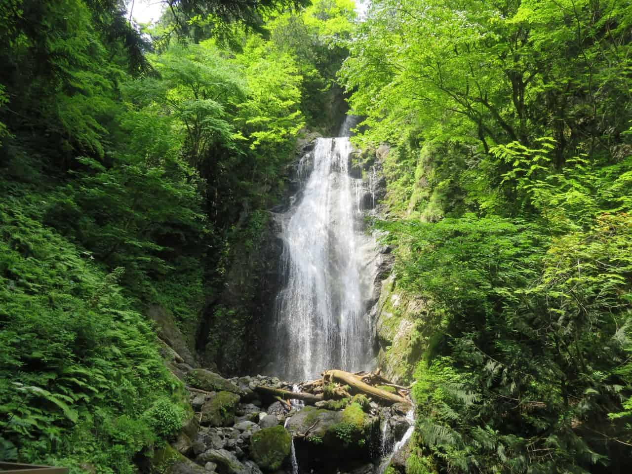 una increíble cascada en Akita