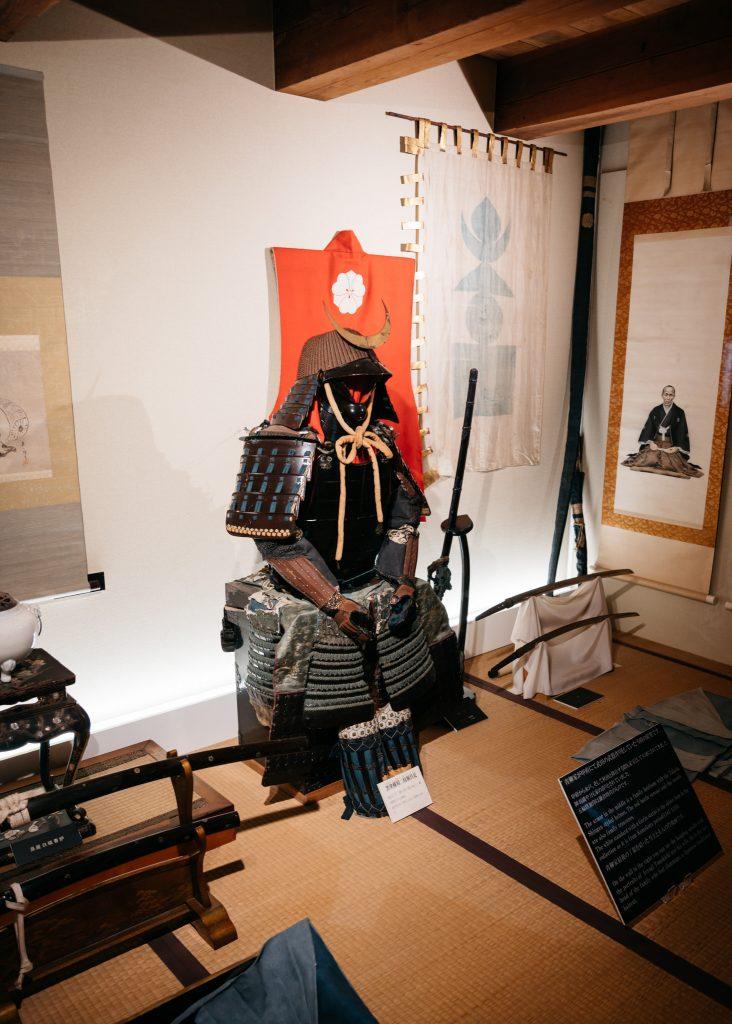 Impresionantes armaduras y espadas