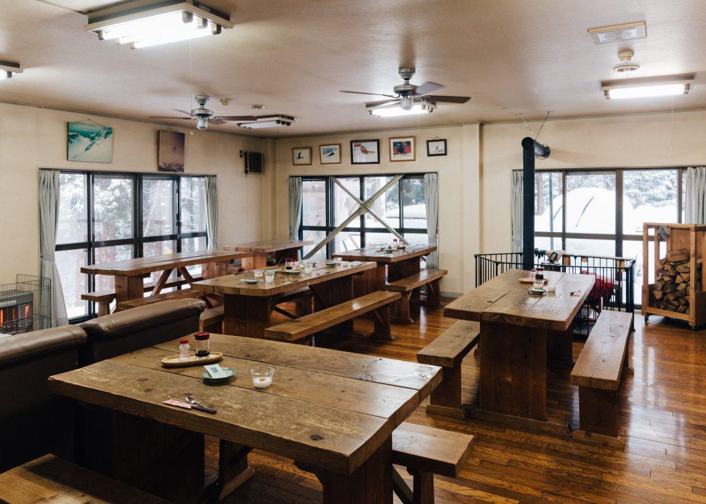 El comedor comunitario del hostel Yodel en Akita