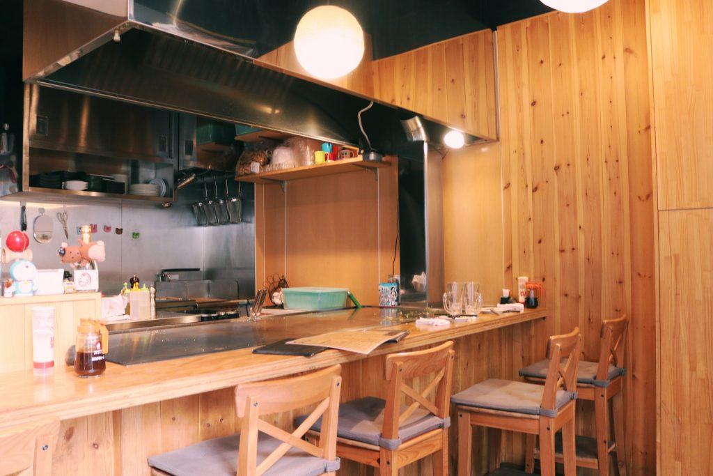La plancha donde nos cocinaron el okonomiyaki