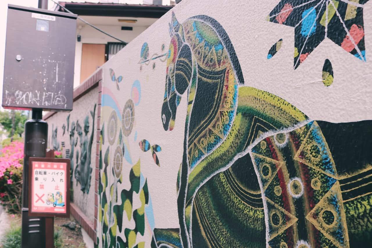 Dibujos creativos en las calles de Koenji