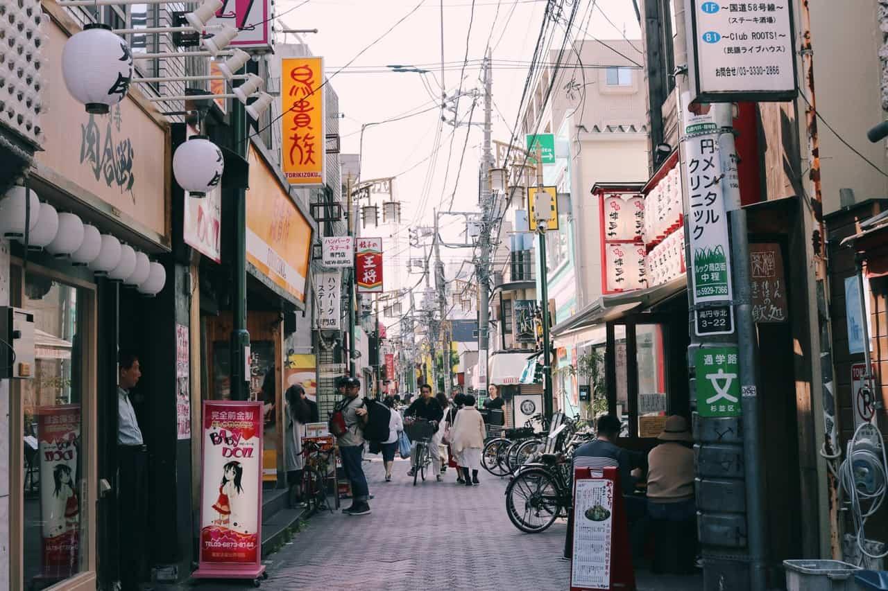 Una calle de un barrio de Tokio
