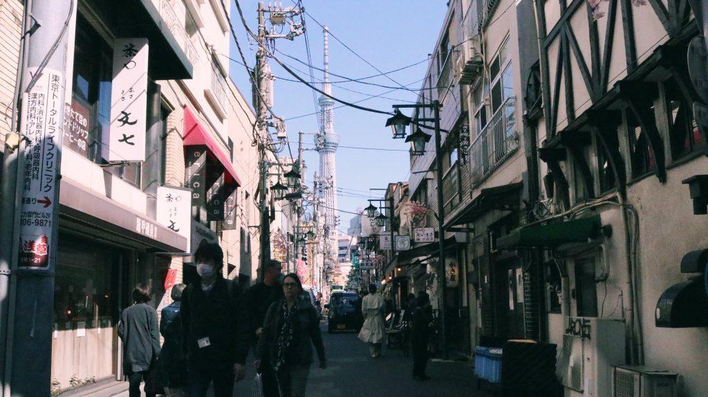 el skytree desde los calles de Asakusa