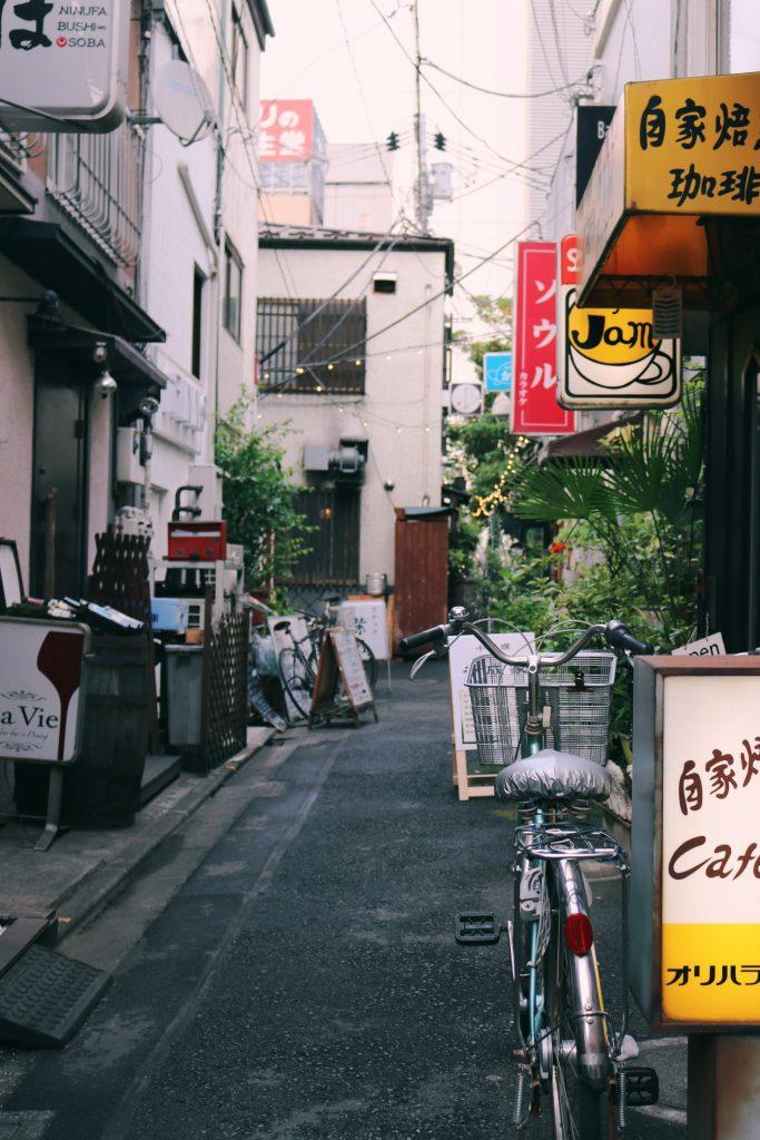 Una calle adyaciente de Reganzaka