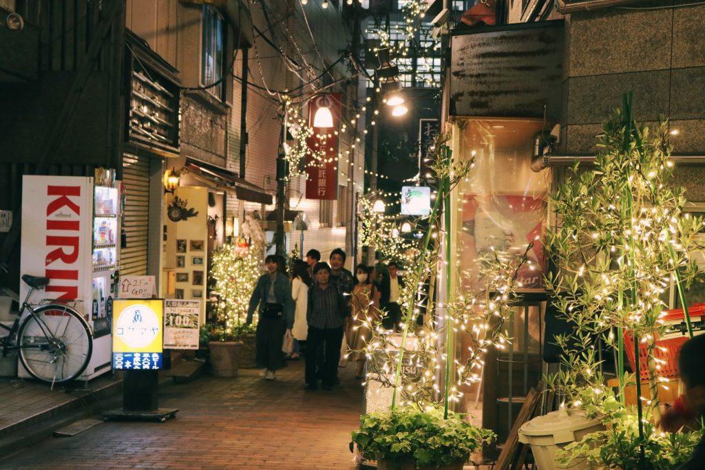Calle reganzaka en Nakano por la noche